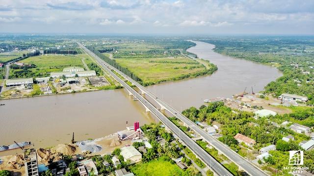 Hạ tầng giao thông tại Long An ngày một được đầu tư khá nhiều, giúp kết nối với nhiều khu vực kinh tế trong cả nước, đặc biệt là TP.HCM.