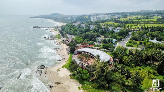 Theo quan sát, hiện nay dọc bãi biển Mũi Né hầu như không còn đất trống để phát triển dự án mới.