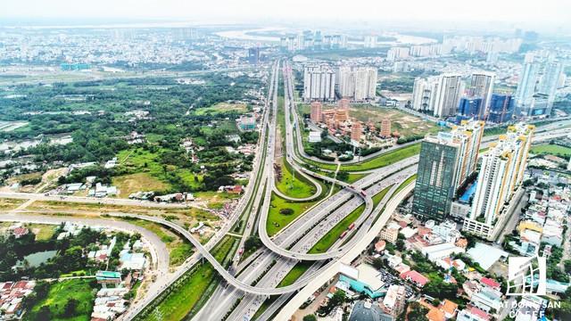 Theo dự báo của Savills Việt Nam, trong năm 2018 sắp tới, nguồn cung nhà ở tại khu Đông chiếm hơn 50% toàn thị trường TP.HCM nhờ ăn theo hạ tầng giao thông.