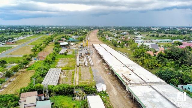 Dự án cao tốc Bến Lức - Long Thành đang thi công phần thuộc huyện Bến Lức (Long An).