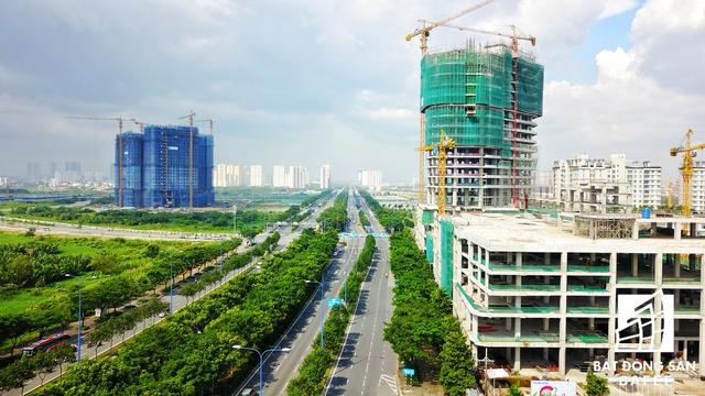 Từ tháng 9/2016 tới nay, cơ sở hạ tầng quanh khu đô thị mới Thủ Thiêm, TP.HCM lột xác hoàn toàn. Gần như tất cả các tuyến đường chính của khu vực này đã hoàn thiện..