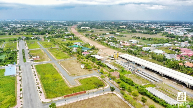 Theo đề án Quy hoạch vùng TP HCM thì 3 huyện Cần Giuộc, Bến Lức, Đức Hòa tỉnh Long An sẽ là đô thị vệ tinh của thành phố. Bên cạnh đó, hạ tầng giao thông và đô thị phát triển mạnh mẽ sẽ là động lực để thị trường bất động sản của tỉnh tăng trưởng bền vững trong tương lai gần.