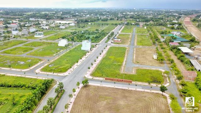 Nhiều dự án khu dân cư đã xây dựng hạ tầng nội khu hoàn chỉnh, chuẩn bị tung sản phẩm ra thị trường.