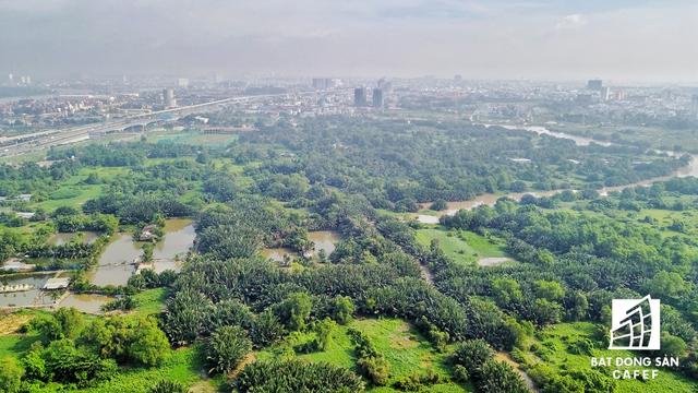 Nhìn từ trên cao, toàn bộ khu đất của siêu dự án này vẫn chưa có một cơ sở hạ tầng nào được xây dựng hoàn chỉnh