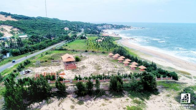 Mặc dù UBND tỉnh Bình Thuận đã có quyết định thu hồi dự án cảng biển của TKV, nhưng vấn đề bồi thường cho 12 doanh nghiệp có dự án tại đây vẫn còn mất nhiều thời gian để giải quyết.