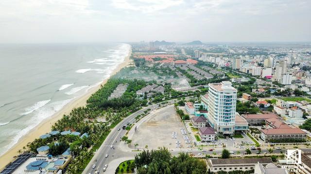Xuất phát từ sự tăng trưởng nguồn khách du lịch nên các dự án BĐS du lịch tại Đà Nẵng diễn ra rầm rộ nhiều năm qua.
