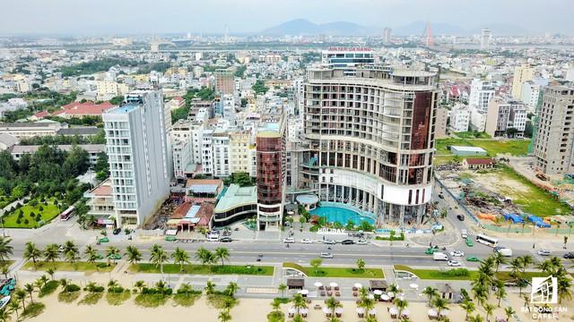 Hiện nay, thành phố có 83 dự án du lịch được triển khai đầu tư với tổng vốn hơn 7,3 tỷ USD (153.300 tỷ đồng), trong đó 20 dự án đầu tư nước ngoài với tổng vốn 1,28 tỷ USD (26.800 tỷ đồng) và 63 dự án trong nước với tổng vốn 6,02 tỷ USD (126.420 tỷ đồng).