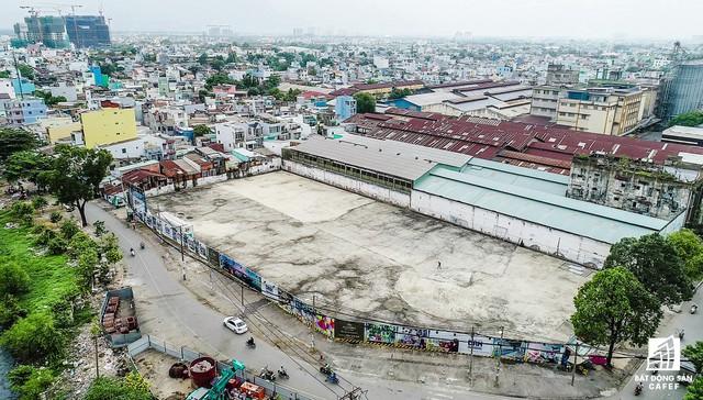 Tại khu Tây Nam Sài Gòn, dự án Aurora Residences do DRH làm chủ đầu tư vừa được tung ra thị trường. Tọa lạc tại 277 Bến Bình Đông, đối diện đại lộ Võ Văn Kiệt qua kênh Tàu Hũ. Dự án có quy mô gần 500 căn hộ và 3 tầng thương mại với đầy đủ tiện ích nội khu