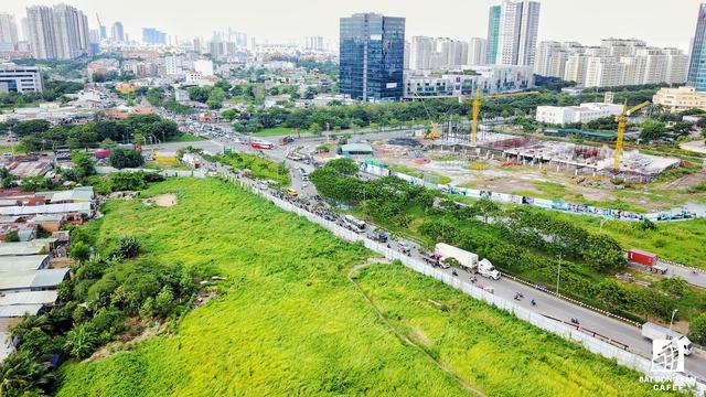 Phú Mỹ Hưng cũng đang triển khai dự án tổ hợp cao cấp Lavida với 1.800 căn hộ, dự kiến sẽ hoàn thành vào cuối năm 2018. Dự án nằm tại nút giao Nguyễn Văn Linh - Nguyễn Hữu Thọ.