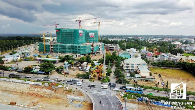 Một số dự án bắt đầu kéo đến trung tâm quận Thủ Đức để tận dụng cơ hội nhiều hạ tầng giao thông chuẩn bị đầu tư mở rộng.