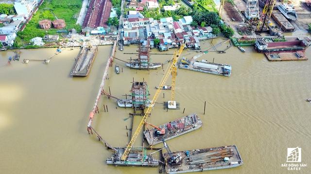Toàn cảnh cống Phú Xuân đang thi công khung vây; thi công tháp van T2, trụ pin T3.