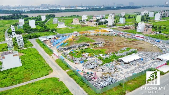 Dự án khu dân cư nằm cạnh đường Đồng Văn Cống (quận 2), cách đường dẫn cao tốc khoảng 3km cũng đang triển khai hạ tầng.