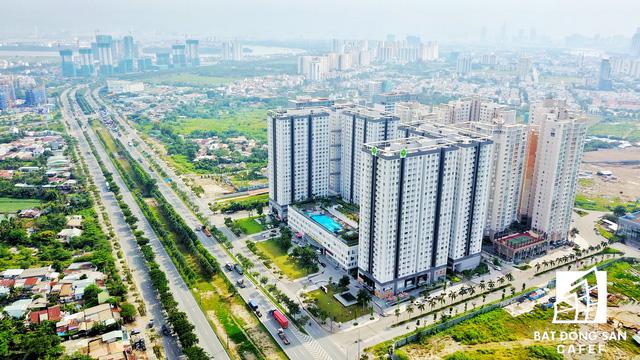Khu căn hộ cao cấp Lexington Residences tọa lạc tại quận 2. Cách đó khoảng 700m theo hướng về hầm vượt sông Sài Gòn, Novaland đang đẩy nhanh tiến độ dự án The Sun Avenue