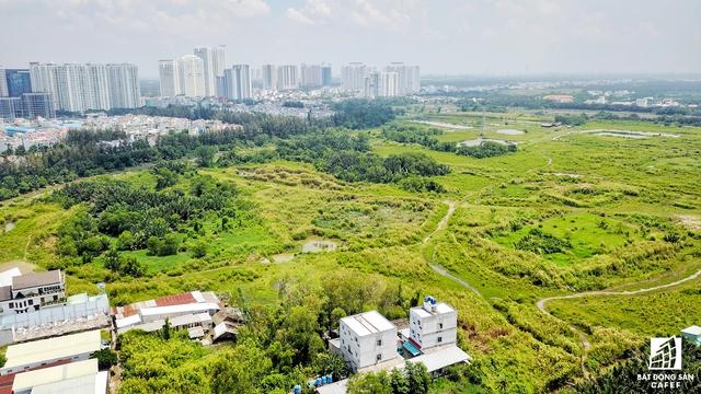 Phía bắc dự án Phước Kiểng cách đường Nguyễn Hữu Thọ cũng khoảng 2km, tiếp cận trực tiếp đến Khu cảng Hiệp Phước