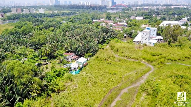 UBND TP. HCM đã giao UBND huyện Nhà Bè kiểm tra việc sử dụng đất của các hộ dân đang sinh sống trong phạm vi dự án Khu dân cư và có biện pháp hỗ trợ nhà đầu tư đẩy nhanh giải phóng mặt bằng