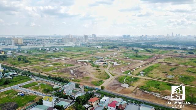 Nằm rất gần đường dẫn cao tốc, Tập đoàn SDI đang sở hữu khu đất rộng hơn 70ha, dự kiến sẽ cung cấp cho thị trường khu Đông hàng trăm nền đất và biệt thự.