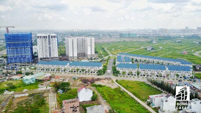 Cụm khu biệt thự cao cấp Merita của Nhà Khang Điền, nằm cách cao tốc khoảng 2km, cũng chuẩn bị bàn giao hết cho khách hàng.