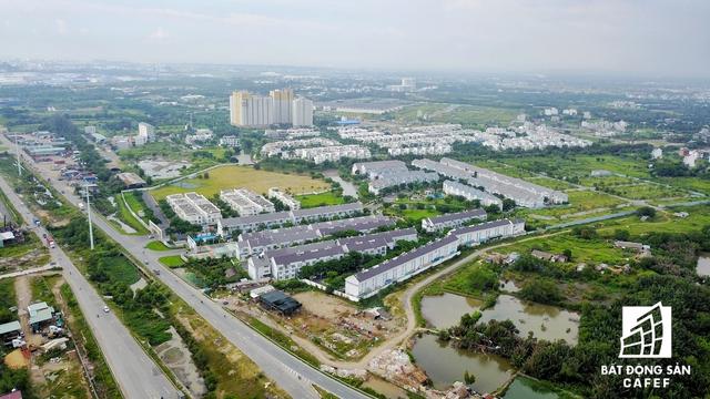 Nhà Khang Điền được xem là trùm dự án đất nền của khu Đông với nhiều dự án nằm cạnh tuyến cao tốc này.
