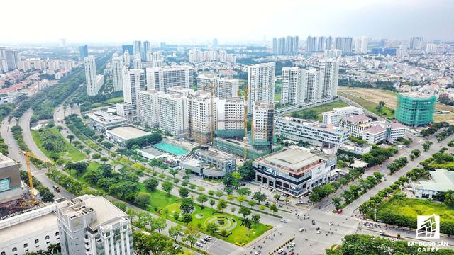 Nút giao Nguyễn Văn Linh - Nguyễn Lương Bằng được xem là điểm nóng của trung tâm tài chính Phú Mỹ Hưng.