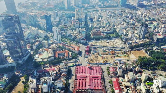 Toàn cảnh khu đất vàng dự án Spirit of Saigon nhìn từ trên cao. Công trình có 4 mặt tiền đường Phạm Ngũ Lão - Calmette - Lê Thị Hồng Gấm - Phó Đức Chính, vị trí vô cùng đắc địa khi xung quanh là những địa danh nổi tiếng mang tầm biểu tượng của thành phố.