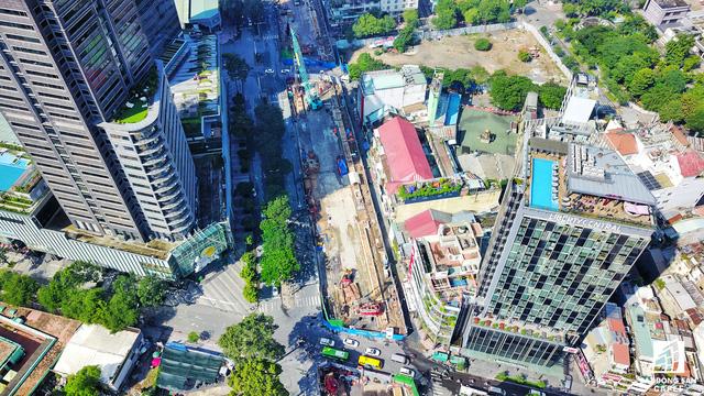 Tọa lạc tại trái tim quận 1, dự án SJC Tower vẫn khá ì ạch gần 10 năm qua. Đây là 1 trong 3 khu đất vàng được chính quyền TP.HCM liên tục nhắc nhở chủ đầu tư