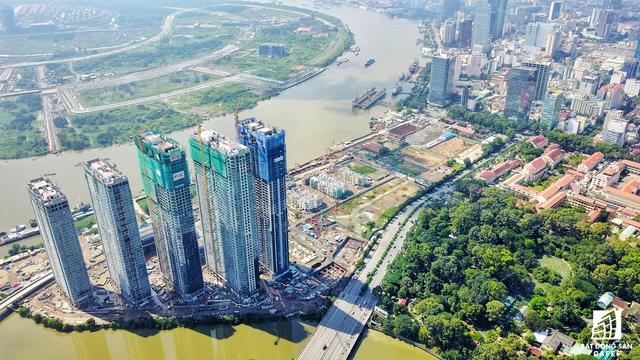 Dự án dễ dàng tiếp cận các khu vực trung tâm TP.HCM do nằm cạnh tuyến đường lớn Nguyễn Hữu Cảnh và Tôn Đức Thắng. Ngoài ra, cạnh dự án là khu Thảo Cầm Viên Sài Gòn - nơi được xem là lá phổi xanh của TP.HCM.