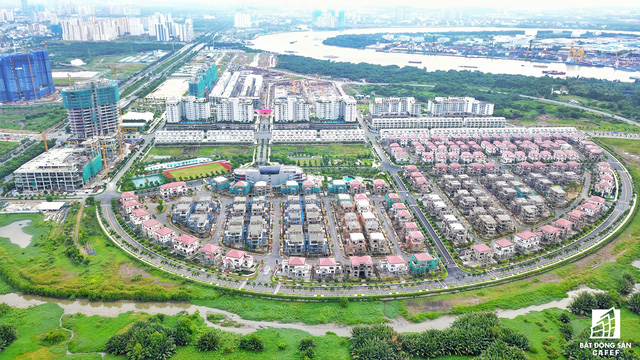 Nằm ngay trục đại lộ Mai Chí Thọ, khu đô thị Sala của Đại Quang Minh đã hoàn thành gần 100%, và tiếp tục triển khai 2 khu căn hộ cao cấp khác gần đấy.