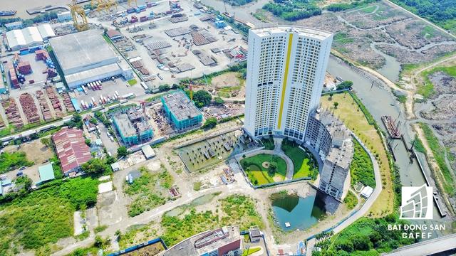 Được biết, River City trước đây là The EverRich 2 có tổng số 3.125 căn hộ chung cư, tổng diện tích tổng diện tích 112.585m2, trong đây có 26.500m2 đất ở, còn lại là tổng diện tích đất thi công các công trình dịch vụ công cộng, các con phố giao thông, bãi đỗ xe, quảng trường và đất cây xanh.