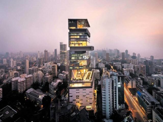 3. Căn biệt thự một tỷ USD - Antilia: Căn biệt thự cao 27 tầng này nằm tại Mumbai (Ấn Độ) và thuộc sở hữu của Mukesh Ambani.
