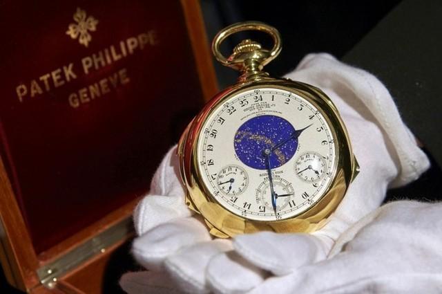 4. Đồng hồ Patek Philippe Henry Graves Supercomplication – 24,4 triệu USD: Chiếc đồng hồ bỏ túi bằng vàng độc đáo này được Henry Graves Jr, một người làm trong lĩnh vực ngân hàng nhưng lại rất đam mê đồng hồ đặt hàng Patek Philippe vào năm 1925. Để tạo ra chiếc đồng hồ này, họ đã phải mất 8 năm.