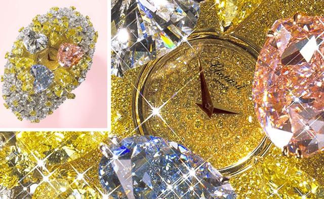 Ngoài ra, những người thợ chế tác còn sử dụng 15 carat kim cương hồng cực hiếm cùng 3 viên kim cương hình trái tim cực lớn.