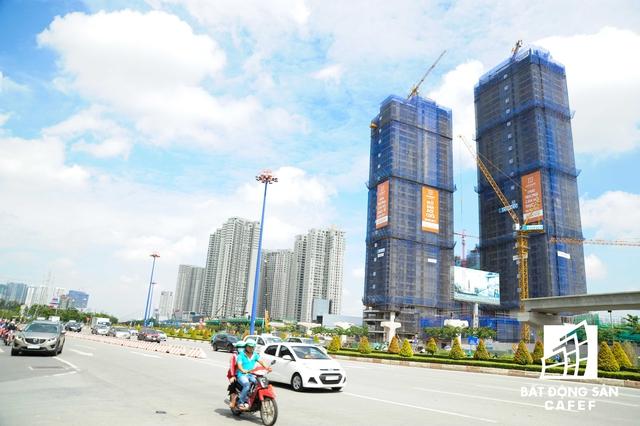 Dự án Gateway Thảo Điền của Sơn Kim Land sau một thời gian ngưng thi công do tranh chấp, hiện vừa được cất nóc.