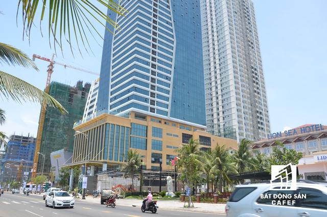 Từ tầng 6 trở lên chủ đầu tư được phép xây dựng căn hộ để bán. Sau khi khởi công xây dựng, chủ đầu tư tự ý chuyển đổi công năng 4 tầng (từ tầng 2 đến tầng 5) của tòa nhà.