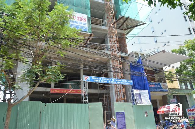 Mật độ xây dựng nhiều khách sạn 3 sao tại đường Hà Bổng rất dày đặc, diễn ra rầm rộ. Các nhà đầu tư thường xuyên thau tóm những lô đất có diện tích lớn khoảng 500-1.000m2 để đầu tư khách sạn