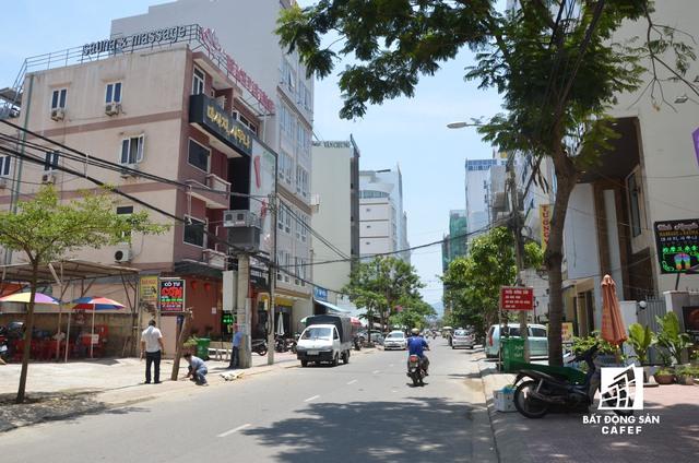 Con đường Hà Chương cũng không thua kém gì khi chỉ chưa đến 600m mà đang tồn tại hơn 60 khách sạn lớn nhỏ