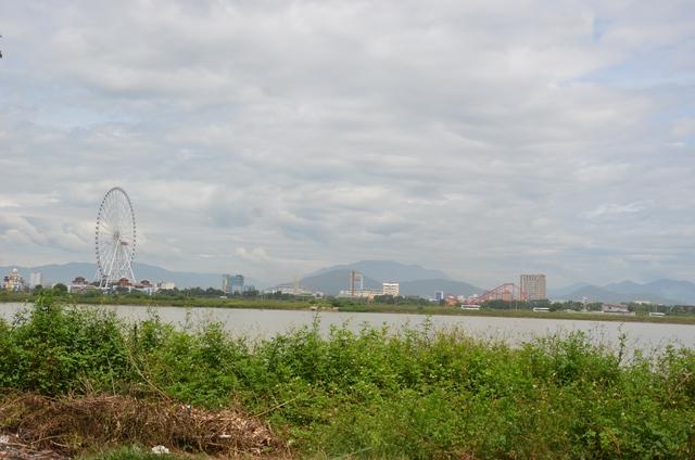 Khu đất nằm dọc bờ sông Hàn, nhìn đối diện về công viên châu Á do tập đoàn Sungroup đầu tư.