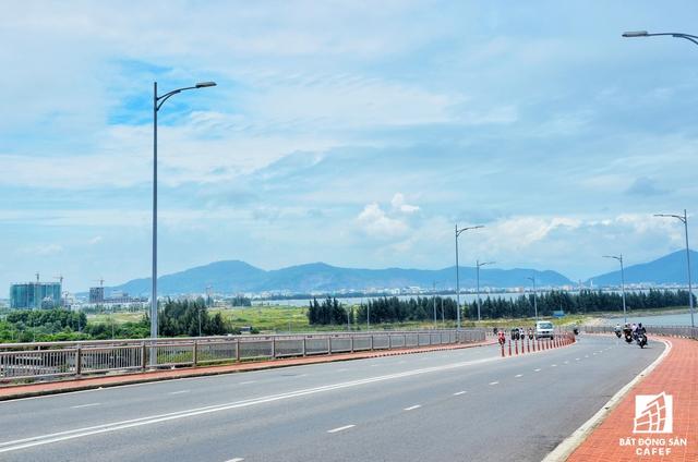Dự án nằm ngay chân cầu Thuận Phước và sát với khu đô thị Đa Phước. Nơi đây tập trung rất nhiều dự án quy mô lớn như tòa tháp đôi cao nhất miền Trung; dự án Hòa Bình Xanh