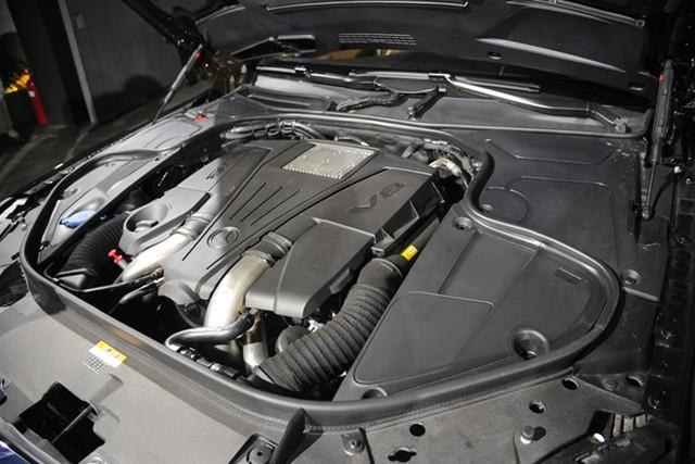 Ngoài ra, sự khác biệt giữa Mercedes-Maybach S 400 4MATIC và Mercedes-Maybach S 500 là động cơ và hệ dẫn động. V6 3.0L tăng áp kép sản sinh 333 mã lực tại vòng tua 4.800 Nm trên Mercedes-Maybach S 400 4MATIC và V8 tăng áp kép trên Mercedes-Maybach S 500 cho 455 mã lực tại vòng tua 700 Nm.