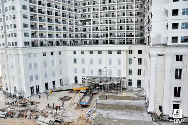 Tổ họp khách sạn - condotel Hòa Bình Xanh đang thi công phần nội thất, hạ tầng cảnh quan