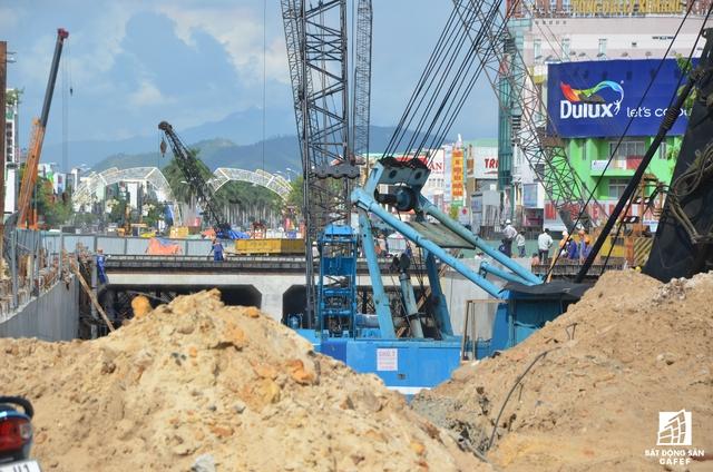 Ngỗn ngang công trường dự án hầm chui tại nút giao thông Điện Biên Phủ