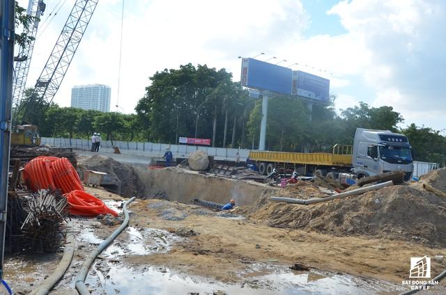 Đây là dự án hạ tầng giao thông phục vụ APEC quan trọng nhất vẫn đang còn dang dở. Hầm chui này sẽ giúp giải tỏa lưu thông cho các đoàn đại biểu cấp cao từ sân bay về các trung tâm hội nghị, khách sạn...