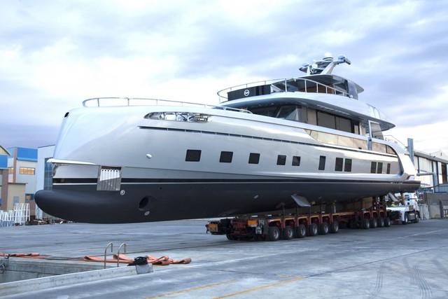 GTT 115 được đóng mới bởi Dynamiq, một tên tuổi lớn trong lĩnh vực đóng những chiếc du thuyền hạng sang. Với chiều dài 35 m cùng vận tốc hơn 40 km/h, GTT 115 sẽ mang lại cảm giác lướt siêu xe thể thao trên biển cho người sử dụng.