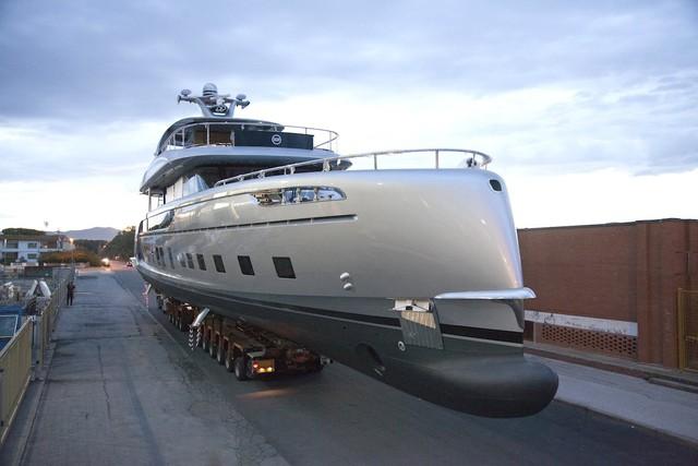 Tuy nhiên, việc sở hữu một chiếc du thuyền loại này không phải dễ bởi Porsche chỉ đang sản xuất 7 chiếc. Dù là triệu phú hay tỷ phú, người mua cũng phải xếp hàng để nhận những chiếc du thuyền sang trọng này.