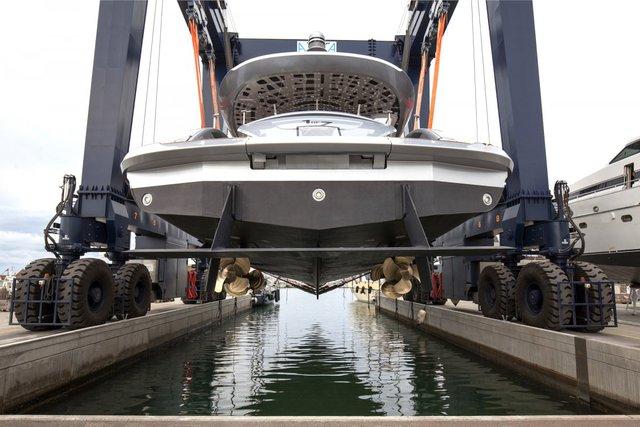 """Ông Roland Heiler, một quan chức cấp cao của Porscher, nhấn mạnh: """"Kế thừa tinh thần của những chiếc xe thể thao hiệu suất cao và khát khao đưa chúng ra đại dương, Dynamiq GTT 115 được thiết kế để làm siêu lòng cả những người yêu xe cũng như đam mê du thuyền""""."""