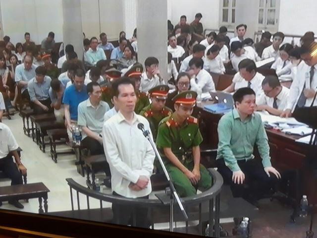 Phiên tòa sáng 7/9: Hoàng Thị Hồng Tứ khai vì tin Hà Văn Thắm và Phạm Hoàng Giang nên bảo gì cũng ký - Ảnh 1.