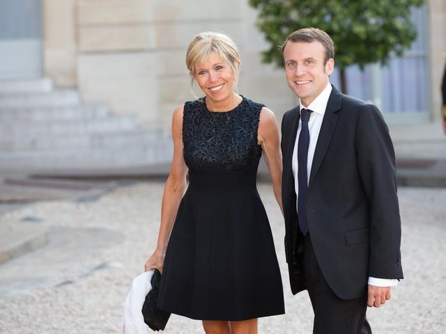 Tổng thống Pháp mới đắc cử thường xuyên xuất hiện tay trong tay với người vợ hơn 24 tuổi. Ông từng tuyên bố: Nếu không có cô ấy, tôi không phải là tôi.
