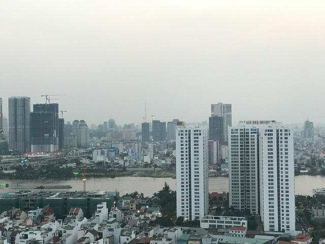 Đi ngang khu vực này, sau khi qua khỏi cầu Sài Gòn từ hướng quận 1 là đại công trường xây dựng rầm rộ của hàng chục dự án cao cấp.
