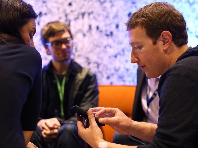 Khi không làm việc, Zuckerberg dành thời gian để mở mang đầu óc. Đó là lý do ông học tiếng Trung Quốc hay đọc nhiều sách nhất có thể. Năm 2015, Zuckerberg đặt mục tiêu phải độc hết một quyển sách trong mỗi 2 tuần.