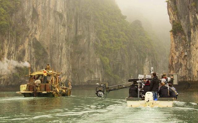 Hình ảnh đoàn làm phim tác nghiệp tại Việt Nam. Nguồn: Vince Valitutti / © 2015 Warner Bros. Entertainment Inc.