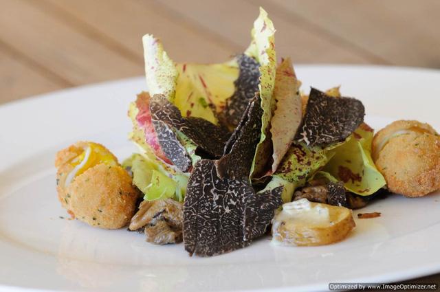 Một món salad được làm từ nấm truffle.